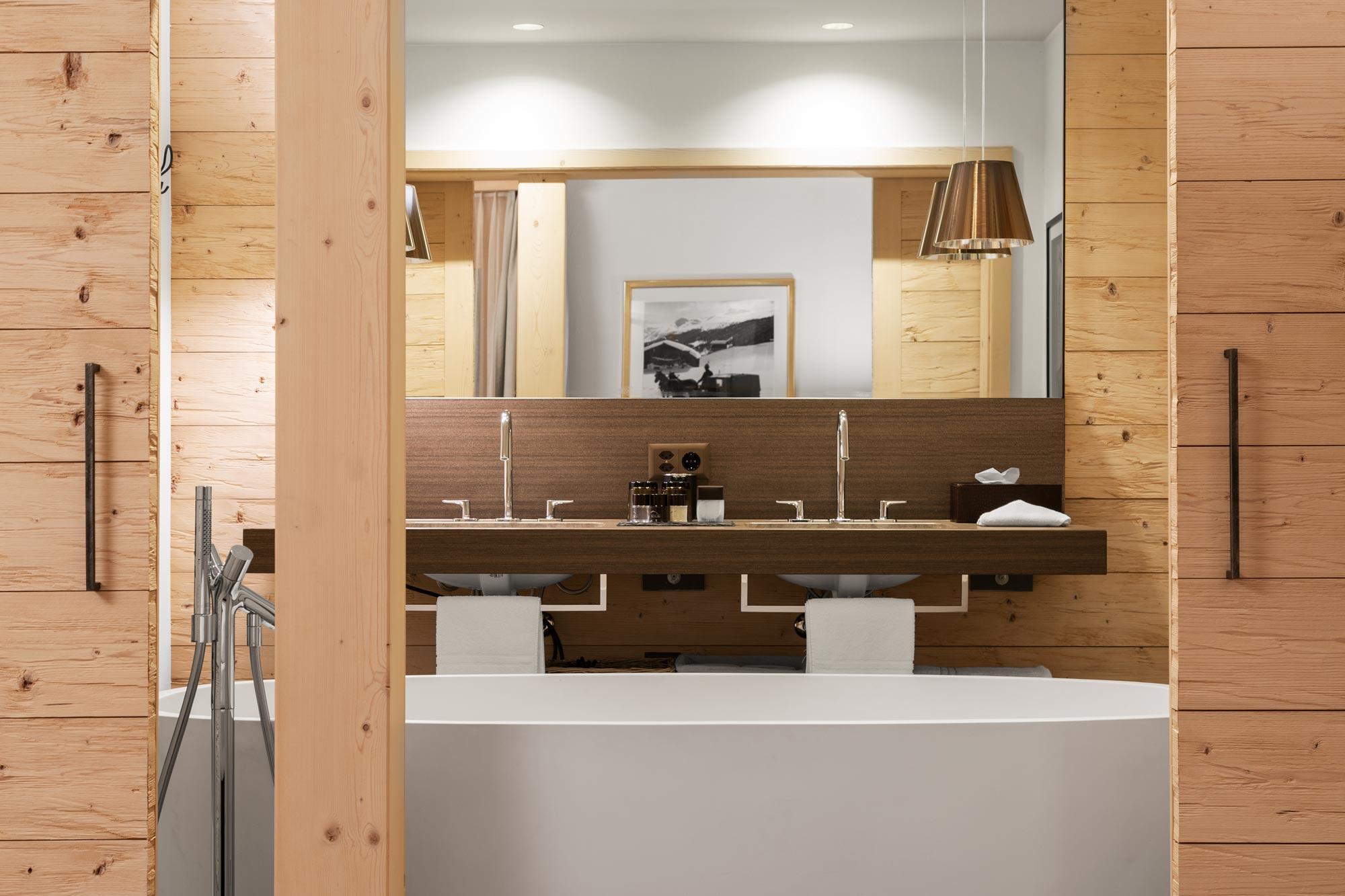 Architekturfotografie Hotelbadezimmer von Adrian Kilchherr - Hotelfotograf aus Schweiz