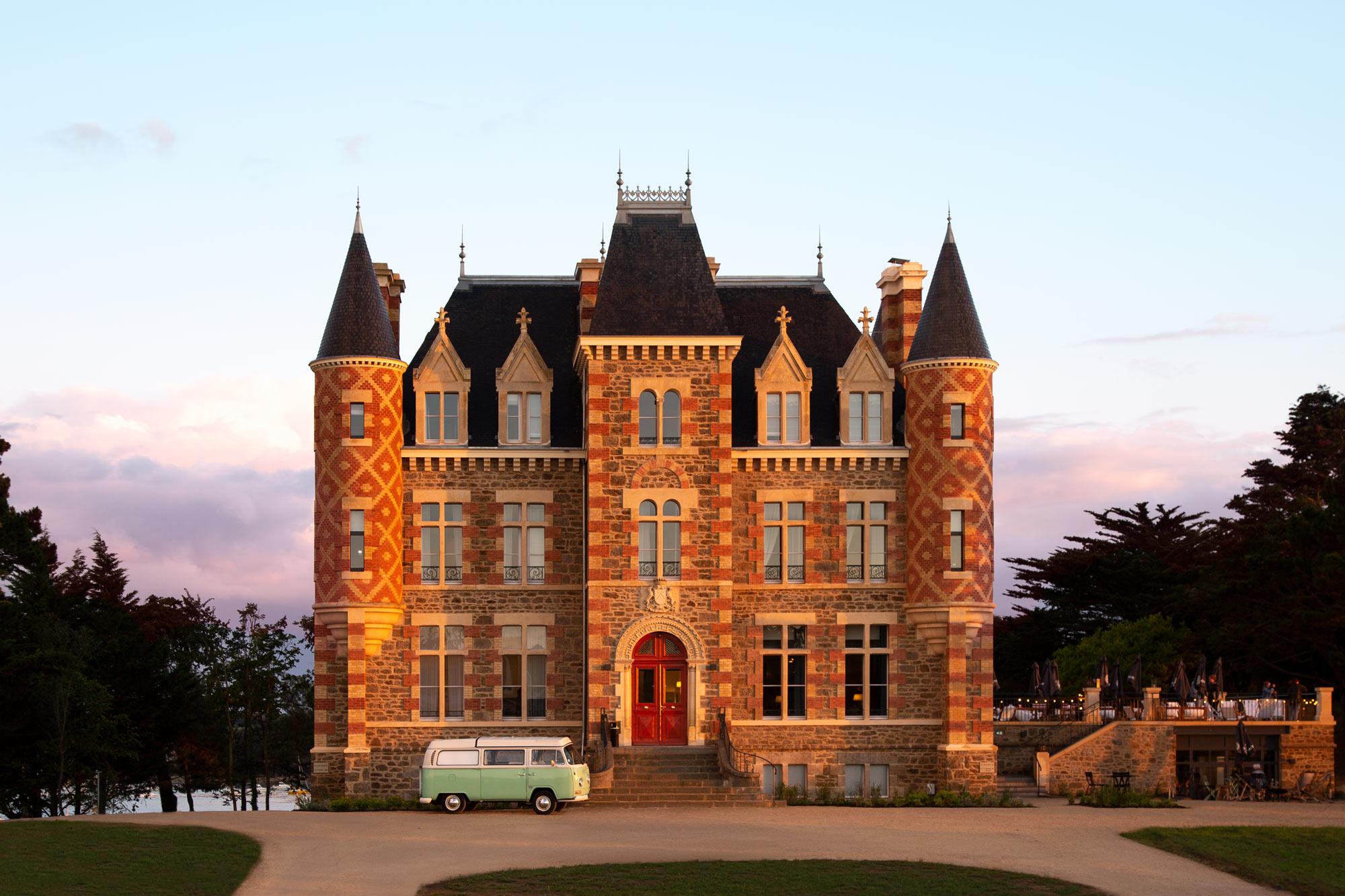 Schloss Le Nessay, Frankreich. Hotelfotografie von Adrian Kilchherr ; Architekturfotograf in Europa.