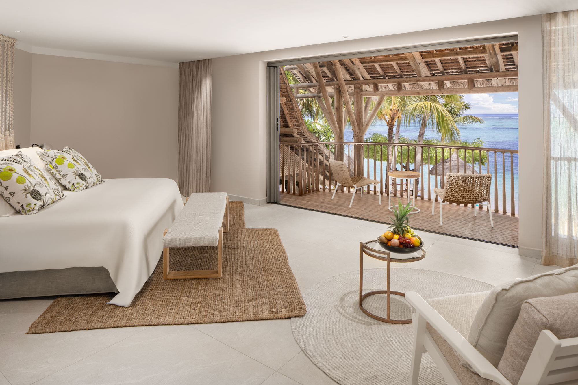 Luxury Hotel Bedroom – Photography by Adrian Kilchherr; Hotel Resort Photographer Mauritius Africa Switzerland