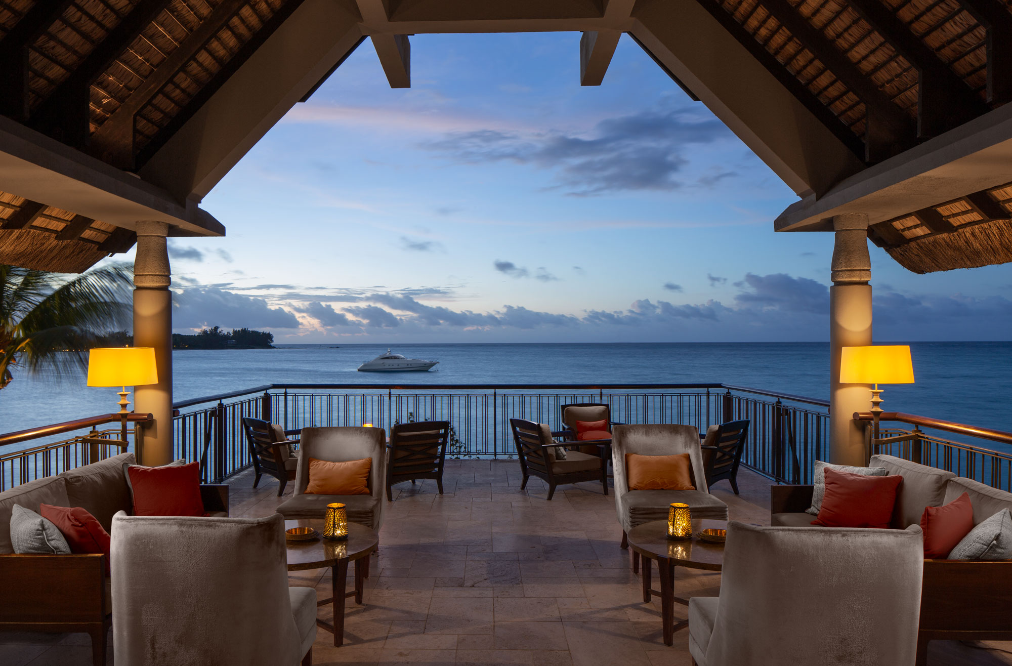Luxury bar Mauritius - hotel resort sunset photography Adrian Kilchherr