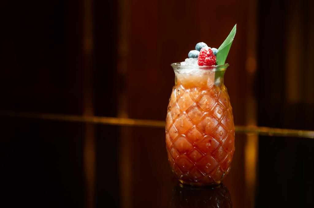 Cocktail Nachtfotografie-in-der-Hotelbar-von-Adrian-Kilchherr Schweiz Deutschland Oesterreich Weltweit
