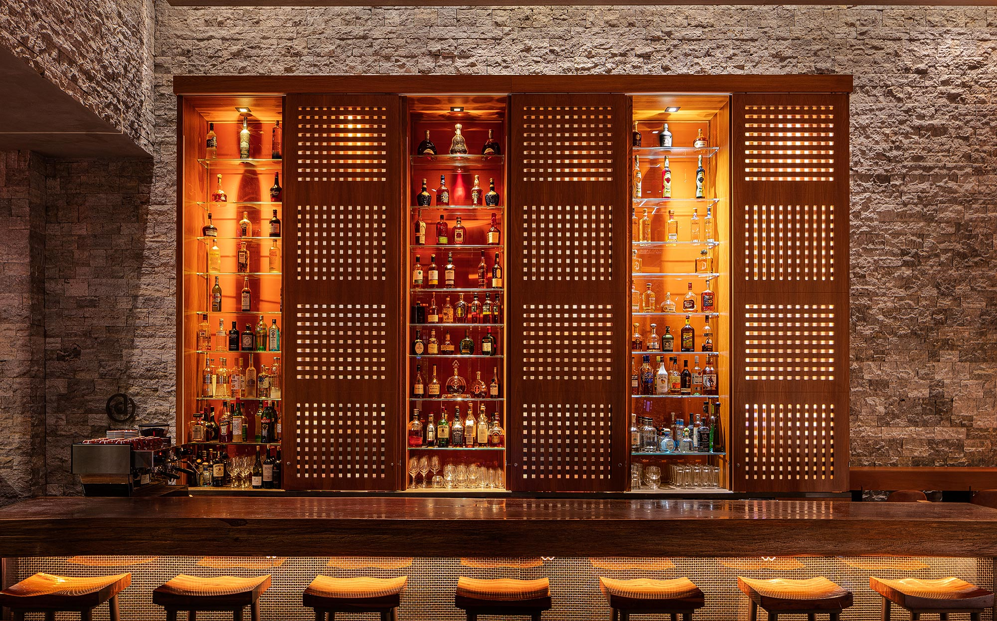 Hotel-Bar-Photography-Miami-Florida-by-Swiss-Photographer-Adrian-Kilchherr-