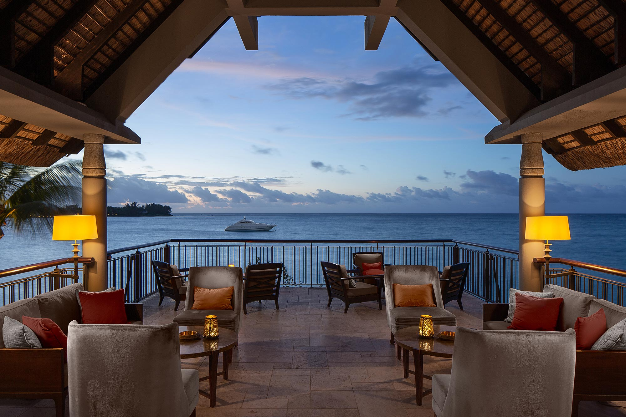 Luxury-bar-Beachcomber-Mauritius-hotel;resort-photography-Adrian-Kilchherr